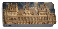 Paris, France - Hotel De Ville Portable Battery Charger