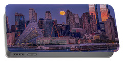Hunter's Moon Over Ny Portable Battery Charger