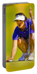 Michelle Wie Lines Up Her Putt  Portable Battery Charger