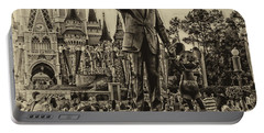 Partners Statue Walt Disney And Mickey In Black And White Mp Portable Battery Charger