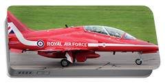 Raf Scampton 2017 - Red Arrows Xx322 Sitting On Runway Portable Battery Charger