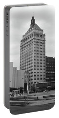 Rochester, Ny - Kodak Building 2005 Bw Portable Battery Charger