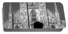 Silhouette Of Young Couple Kissing In Front Of Milan's Duomo Cathedral Portable Battery Charger