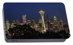 Portable Battery Charger featuring the photograph Space Needle by David Chandler