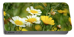 Spring Daisies Portable Battery Charger