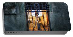 Villa Giallo Atmosfera Grafica II - Graphic Atmosphere II Portable Battery Charger