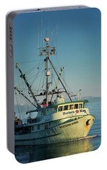 Portable Battery Charger featuring the photograph Western King At Breakwater by Randy Hall