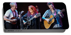 Wynonna Judd In Concert With Hubby Cactus Moser And Band Guitarist Portable Battery Charger