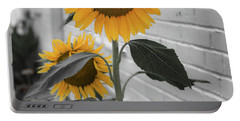 Urban Sunflower - Black And White Portable Battery Charger