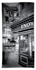 0748 Uno's Pizzaria Beach Towel