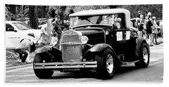 1934 Classic Car In Black And White Beach Sheet