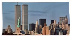 1980s Statue Of Liberty And Twin Towers Beach Towel