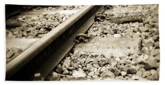 Railway Tracks Beach Sheet by Les Cunliffe