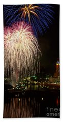 21l106 Red White And Boom Fireworks Photo Beach Towel