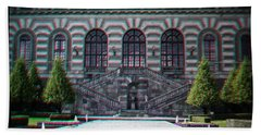 Anaglyph Garden Of The Royal Palace Beach Towel