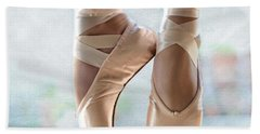 Ballet En Pointe Beach Towel
