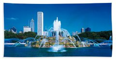 Buckingham Fountain Chicago Il Usa Beach Towel