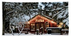 Cabin With Christmas Lights Beach Towel