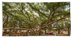 Central Court - Banyan Tree Park In Maui. Beach Towel