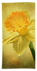 Beach Towel featuring the photograph Daffodil by Ann Lauwers