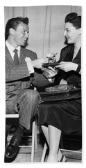 Frank Sinatra Signs For Fan Beach Towel by Underwood Archives