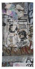 Graffiti In New York City Che Guevara Mussolini  Beach Towel by Anna Ruzsan