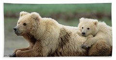 Grizzly Mother And Son Beach Towel