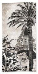 Beach Towel featuring the photograph Hotel Del Coronado by Peggy Hughes