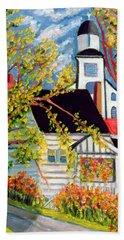 House With Church Badeck Beach Towel
