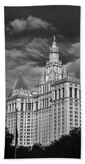 New York Municipal Building - Black And White Beach Towel