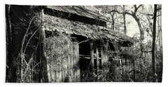 Old Barn In Black And White Beach Towel