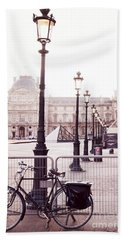 Paris Bicycle Louvre Museum - Paris Bicycle Street Lantern - Paris Bicycle Louvre Museum Street Lamp Beach Towel