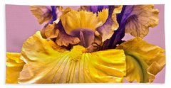 Spectacular Iris Close Up Beach Towel