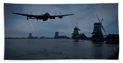 Dambusters Lancaster T For Tommy En Route To The Sorpe Beach Sheet by Gary Eason