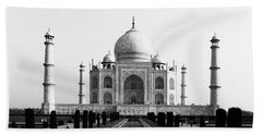 Taj Mahal Bw Beach Towel