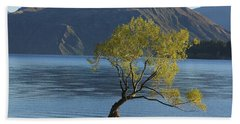 Tree In Lake Wanaka Beach Sheet by Stuart Litoff