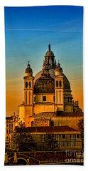 Venezia-basilica Of Santa Maria Della Salute Beach Towel
