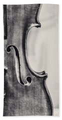 Vintage Violin Portrait In Black And White Beach Towel