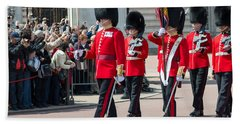 Changing Of The Guard At Buckingham Palace Beach Sheet