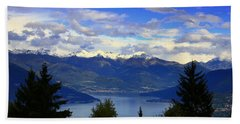 Lake Of Como View Beach Towel