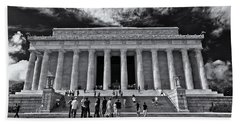 Lincoln Memorial In Black And White Beach Towel