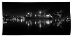 Point Lights Bw Beach Towel