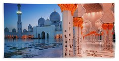 Night View At Sheikh Zayed Grand Mosque, Abu Dhabi, United Arab Emirates Beach Sheet