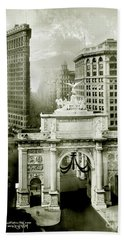 1919 Flatiron Building With The Victory Arch Beach Towel
