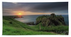 Dunnottar Castle At Sunrise Beach Towel