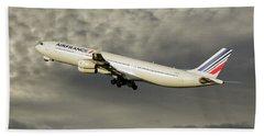 Air France Airbus A340-313 116 Beach Towel