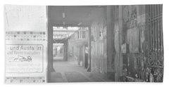 An Alley To A Backstreet Beach Sheet