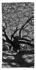 Angel Oak Johns Island Black And White Beach Towel