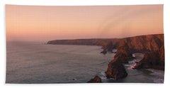 Bedruthan Steps Sunset Beach Sheet by Helen Northcott