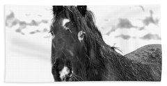 Black Horse Staring In The Snow Black And White Beach Towel